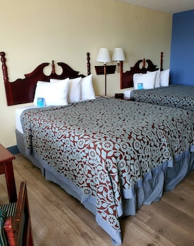 2 Queen Beds, Second Floor, Dog Friendly, Non-Smoking