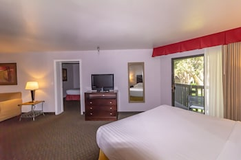 Family Suite, Multiple Beds, Courtyard View, Courtyard Area