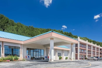 Hotel - Howard Johnson Hotel & Conference Center by Wyndham Salem