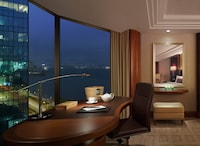 Deluxe Twin Room - Side Harbour View