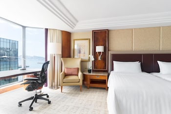 Horizon Club Deluxe Side Harbour View Twin Room with Club Lounge Access