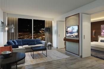 Suite, 2 Bedrooms, Corner