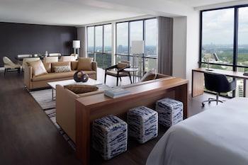 Suite (Ambassador's Parlor)
