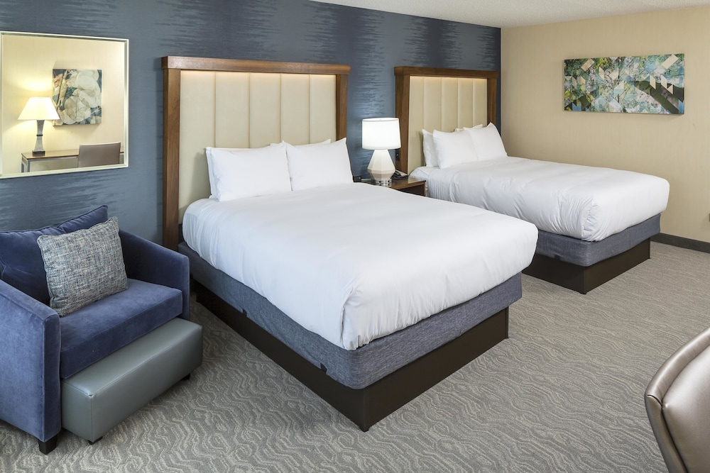 Room : Room, 2 Queen Beds, Accessible, Bathtub 25 of 149