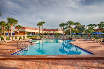 Book Maingate Resort & Spa in Kissimmee.