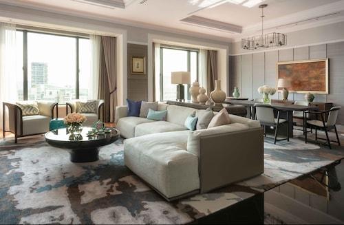 . Four Seasons Hotel Singapore (SG Clean)