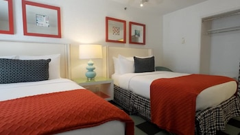 Family Suite 3 Double Beds