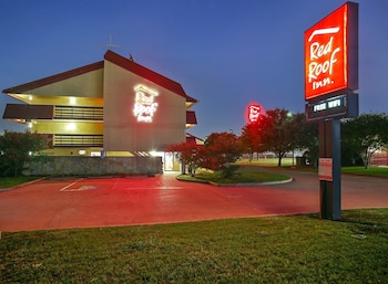 Exterior at Red Roof Inn Dallas - DFW Airport North in Irving