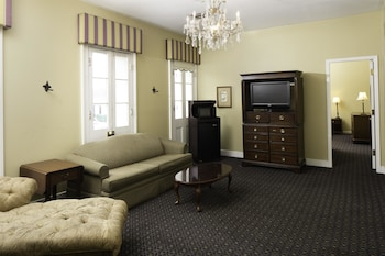 Guestroom at Maison Saint Charles by Hotel RL in New Orleans