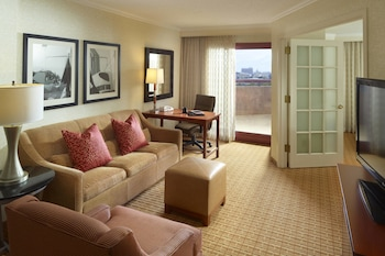 Executive Suite, 1 King Bed with Sofa bed, City View