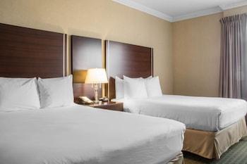 Hotel - Quality Suites Oakville