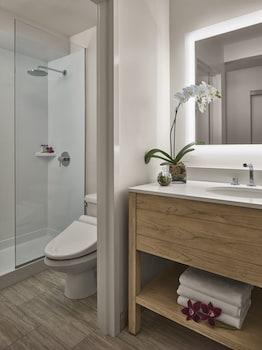 'Alohilani Resort Waikiki Beach - Bathroom  - #0