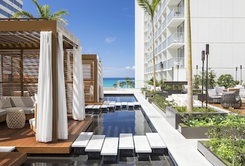 'Alohilani Resort Waikiki Beach - Featured Image
