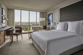 Room, 1 King Bed (Lake Side)