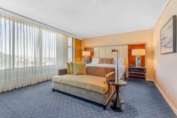 Suite, 2 Bedrooms (2 King Beds)