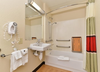 Red Roof Inn PLUS+ Secaucus - Meadowlands - NYC - Property Image 3