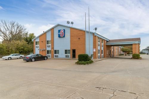 . Motel 6 Davenport, IA