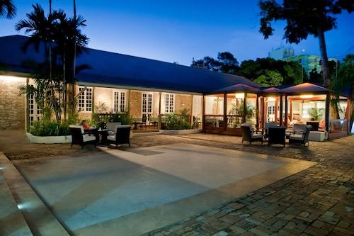. Island Inn All Inclusive Hotel