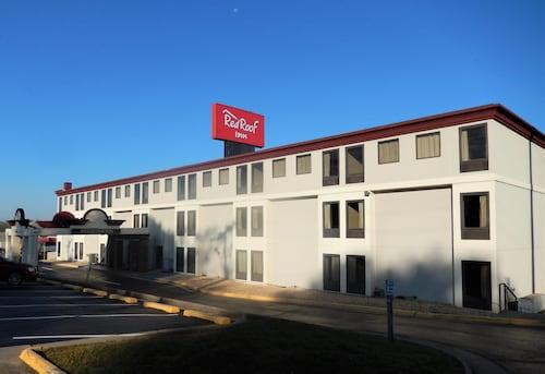 . Red Roof Inn Harrisonburg