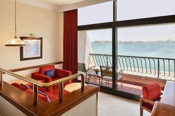 Deluxe Room, 2 Twin Beds, Balcony, Corniche Sea View