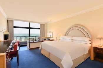 Deluxe Room, 1 King Bed, Balcony, Resort Sea View (Club Lounge Access)