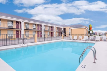 Eufaula Vacations - Super 8 by Wyndham Eufaula - Property Image 1