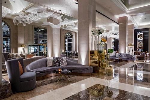 . Hotel Crescent Court
