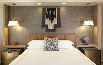 Signature Room, 1 King Bed with Sofa bed, Non Smoking, Beach View
