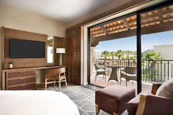 Signature Room, 1 King Bed, Beach View