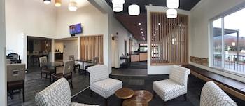 克拉克默斯-波特蘭凱隆套房飯店 Clarion Inn & Suites Clackamas - Portland