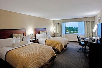 Guestroom at Wyndham Garden Philadelphia Airport in Essington