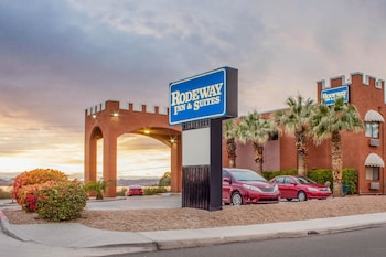 Hotel - Rodeway Inn and Suites