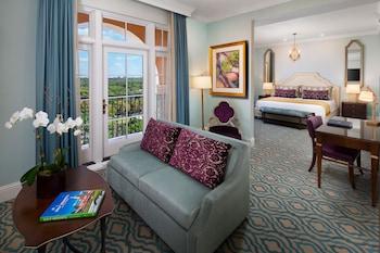 Suite, 1 King Bed (Anastasia)