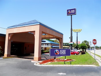 Stay Express Inn & Suites Brunswick
