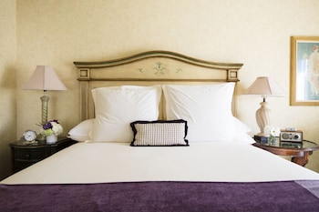 Deluxe Room, Town View