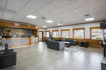 Lobby at Best Western Central Inn in Savannah