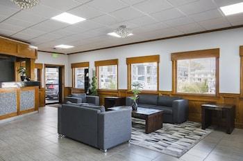 Lobby Sitting Area at Best Western Central Inn in Savannah