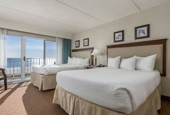 Suite, 2 Queen Beds (Direct Ocean Front)