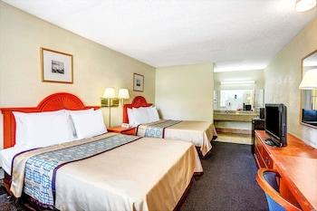 Guestroom at Days Inn by Wyndham Chesapeake in Chesapeake