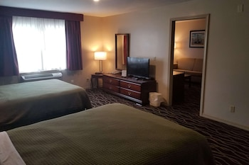 Suite, 2 Queen Beds, Smoking (1 Bedroom)