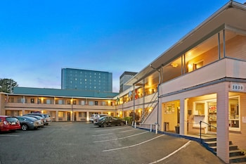 Travelodge by Wyndham Everett City Center