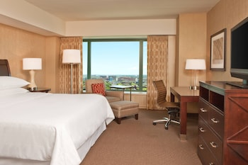 Deluxe Room, 1 King Bed, Non Smoking, Tower (Larger King Guestroom)