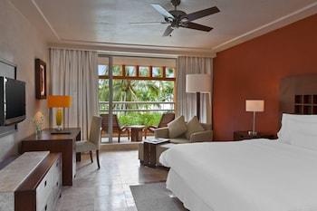 Room, 1 King Bed, Non Smoking, Partial Ocean View