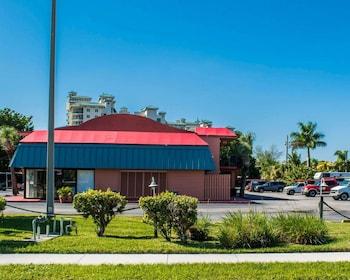 Hotel - Econo Lodge North