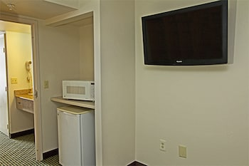 Guestroom at Quality Suites Lake Wright - Norfolk Airport in Norfolk