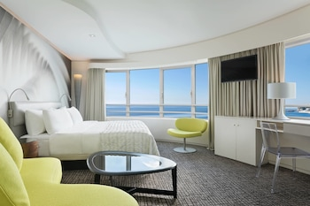 Room, 1 King Bed, Sea View, Tower (Crystal Towers)