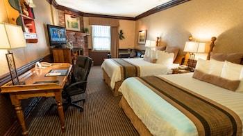 Standard Room, 2 Queen Beds, Non Smoking, Fireplace