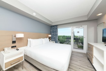 Room, 1 Queen Bed, Accessible, Ocean View (Roll-In Shower)
