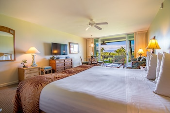 Room, 1 King Bed with Sofa bed, Partial Ocean View