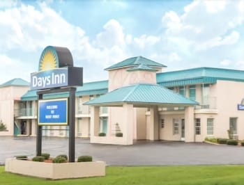 Days Inn by Wyndham West Point photo